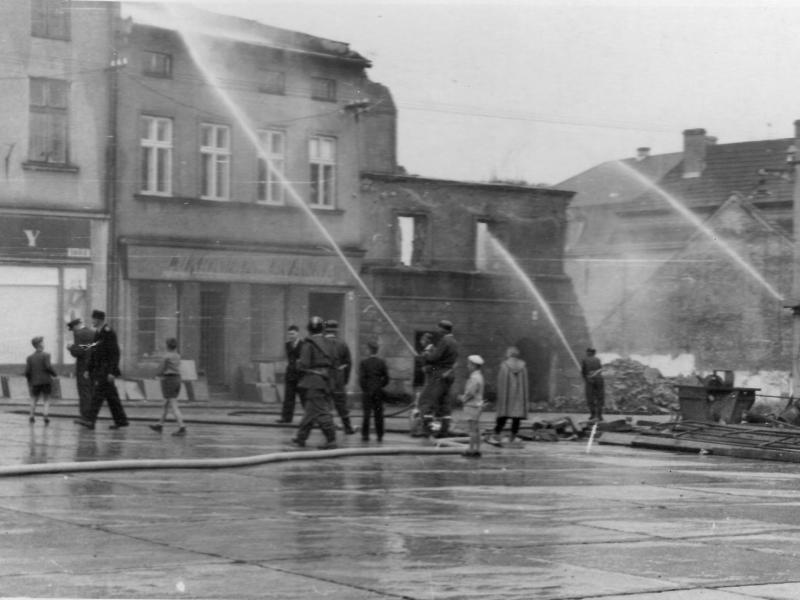 Hasičské cvičení na náměstí v roce 1958, Zemský archiv Opava