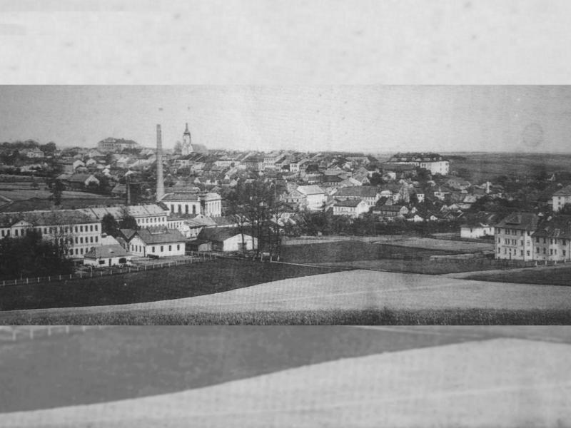 Pohled na Bílovec s továrnou Massag v popředí, 1923